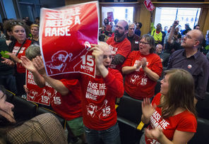 Photo of Seattle City Council approves $15 minimum wage
