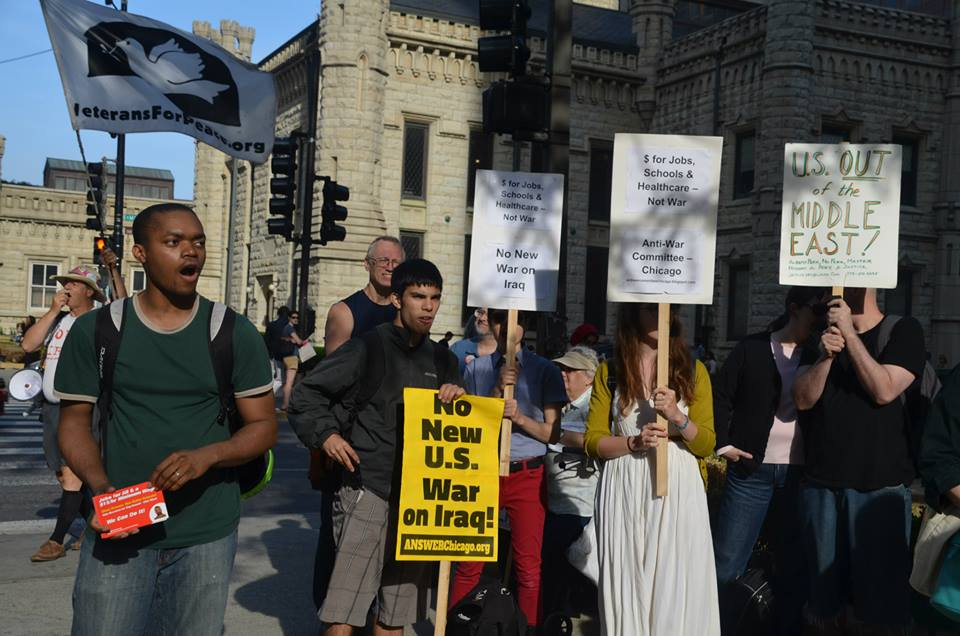 Photo of Chicago protesters oppose war on Iraq