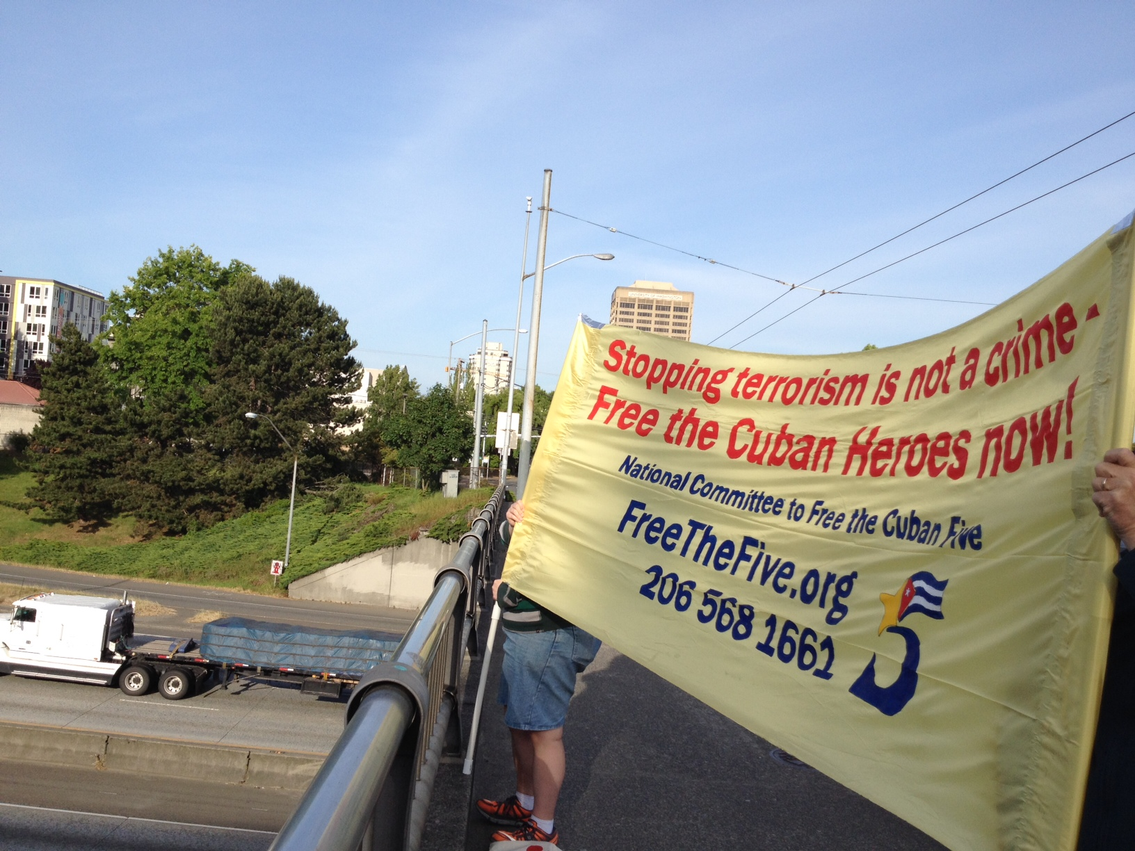 Photo of Third monthly Seattle banner drop to Free the Cuban Five
