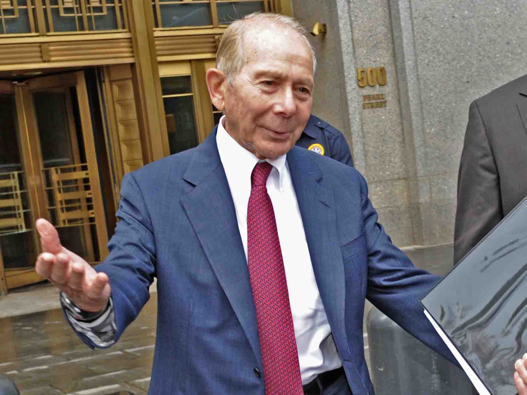 Photo of Bailed-out CEO: Give me another $40 billion