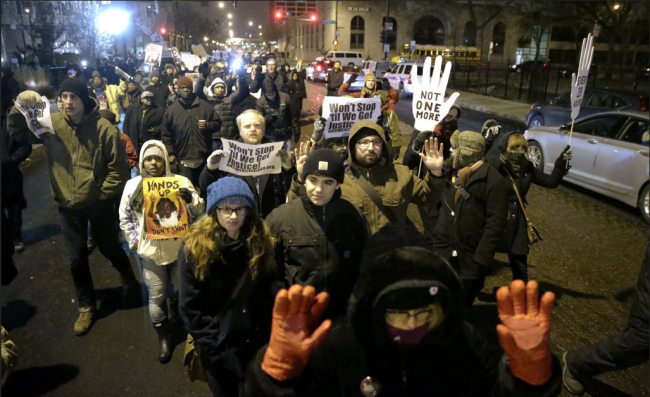 Photo of Chicago shuts down Lake Shore Drive for Mike Brown