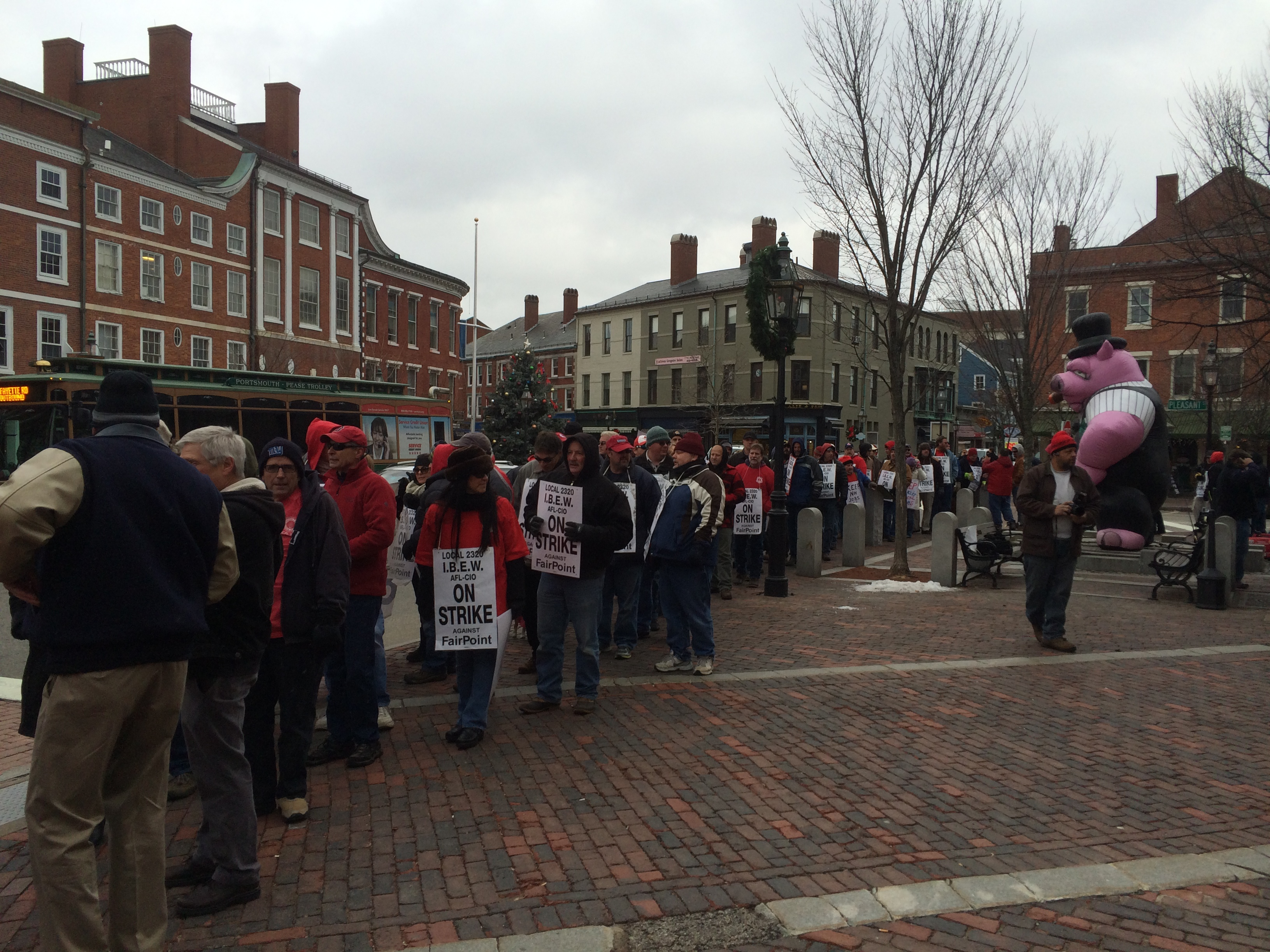 Photo of Fairpoint Communications workers rally, mark 50th day of strike