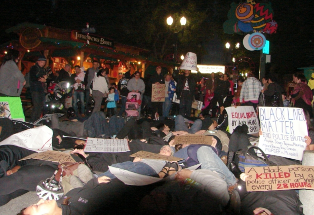 Photo of San José protesters die-in at 'Christmas in the Park'