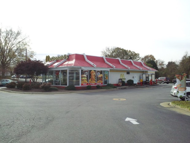 Photo of Virginia workers battle blatant racism at McDonalds