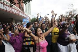 "People cheer for the ""Cuban Five"" in Havana"