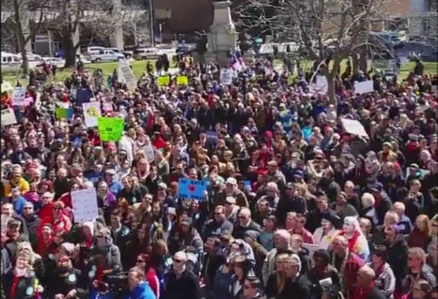 Photo of Thousands protest Indiana homophobic law's passage