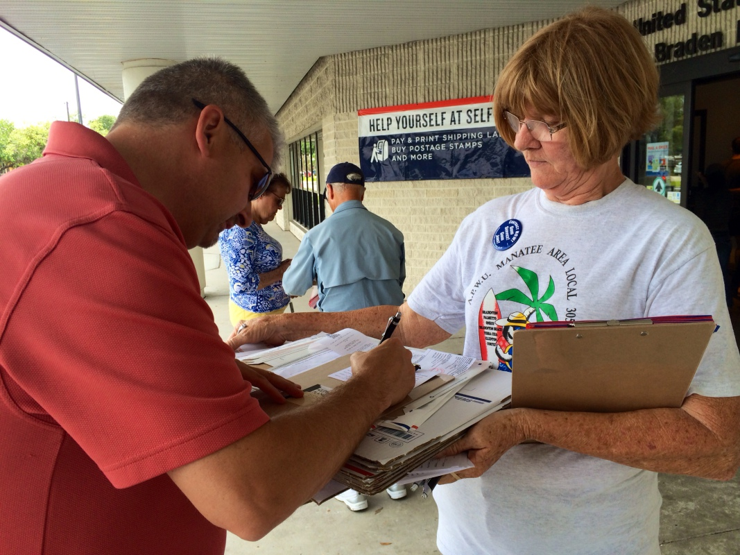 Photo of Florida postal workers fight back against privatization