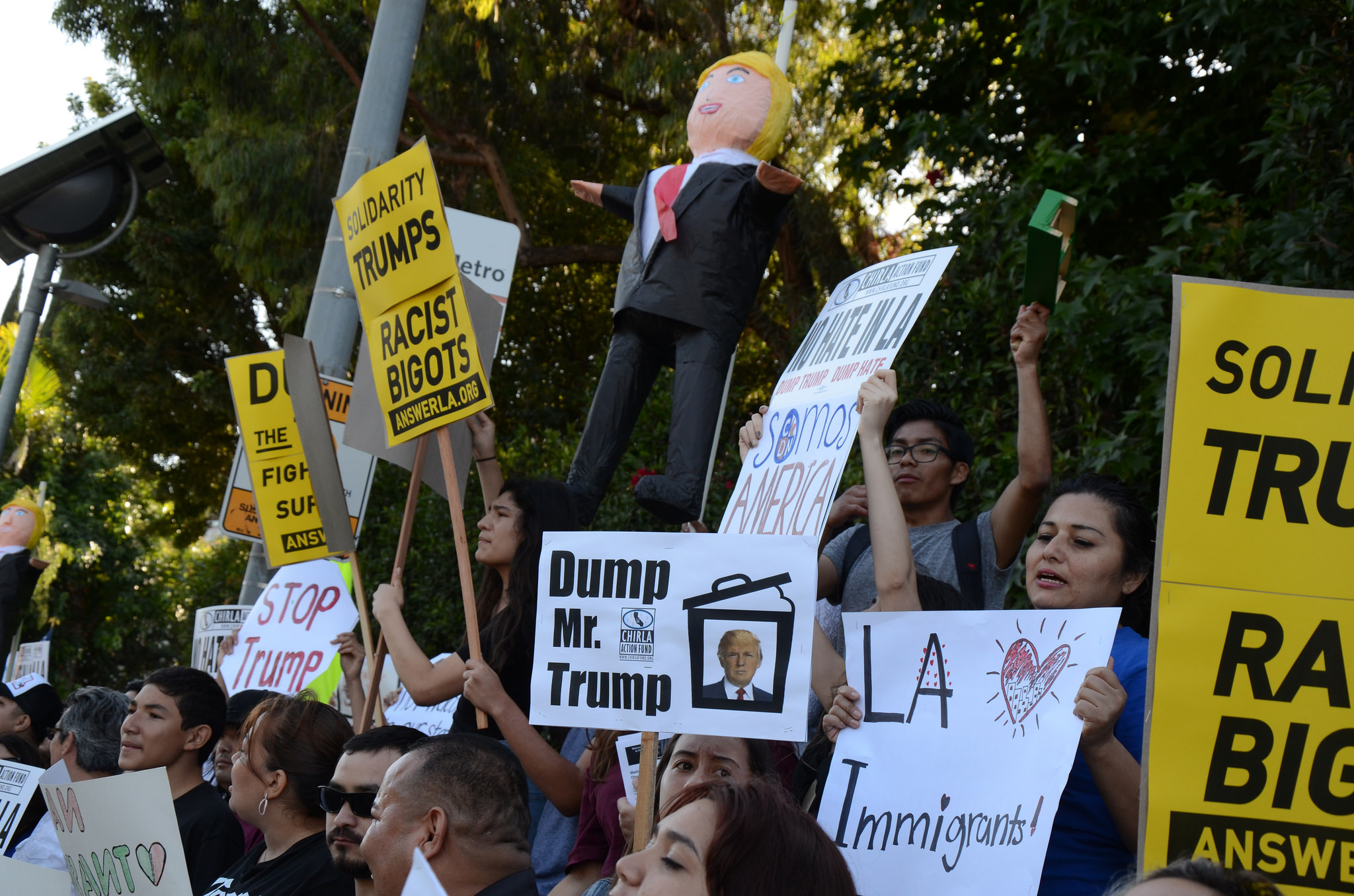 Photo of VIDEO: LA protests Donald Trump