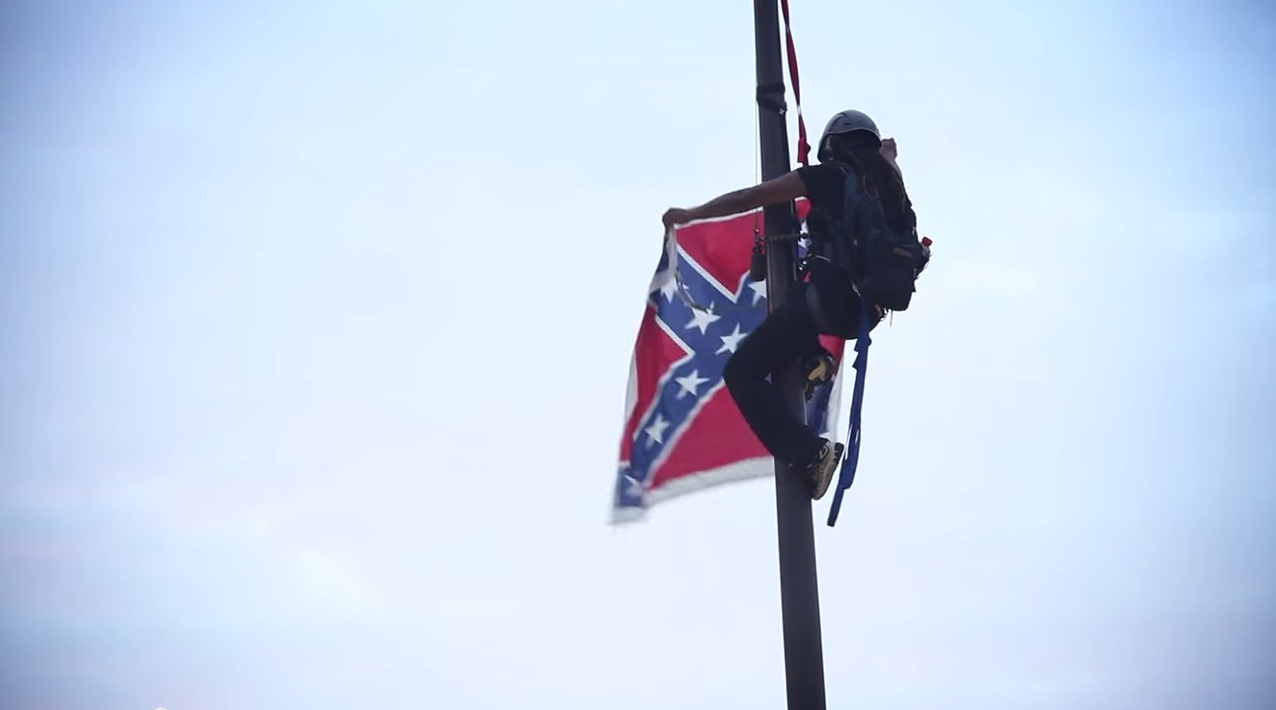 Photo of Confederate flag on its way out in South Carolina