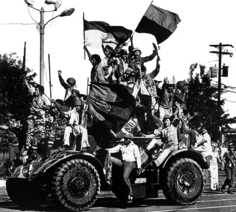 sandinistas-enter-victorious-into-Managua-800x720.jpg