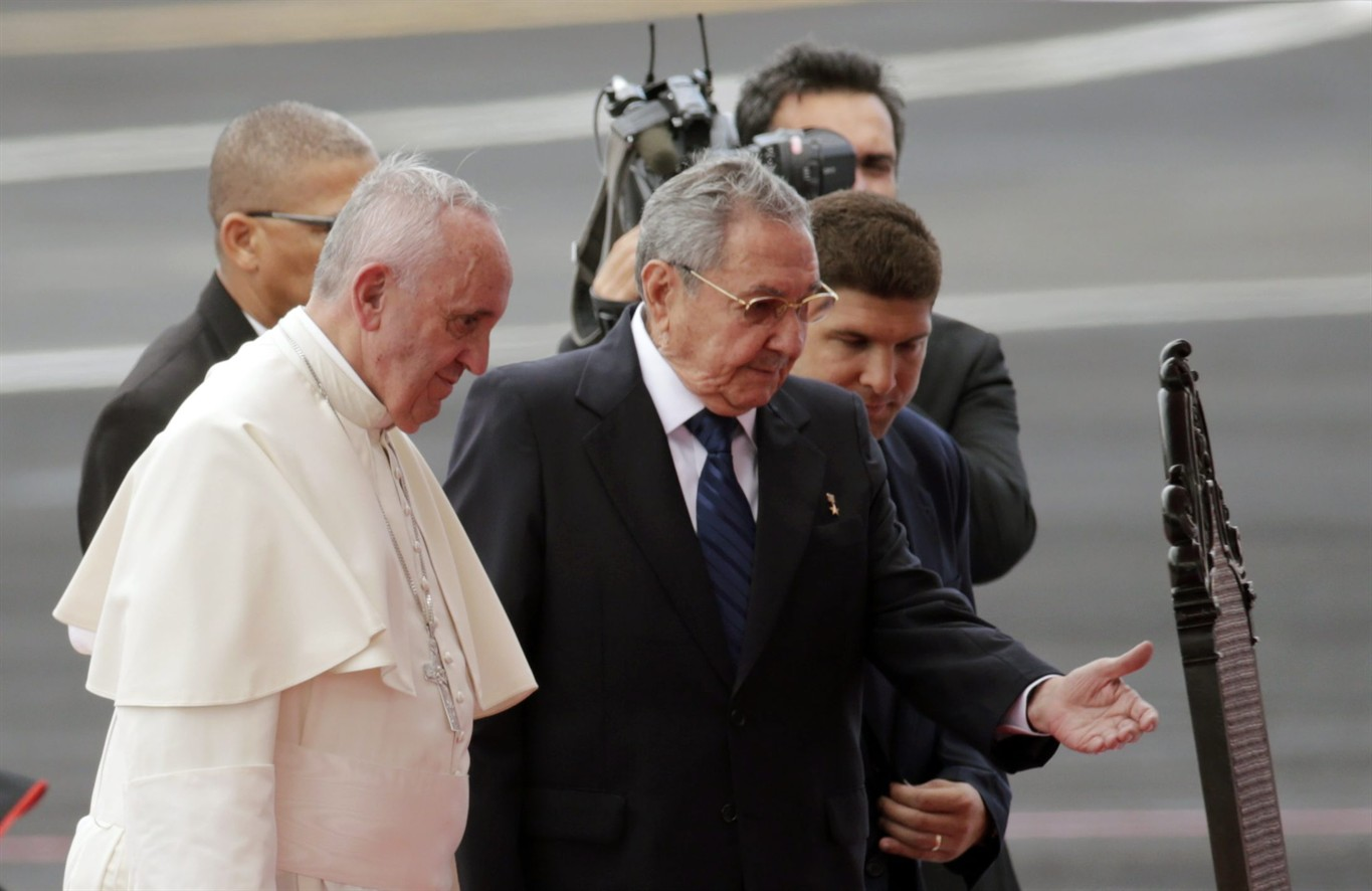 Photo of Raul's welcome to the Pope