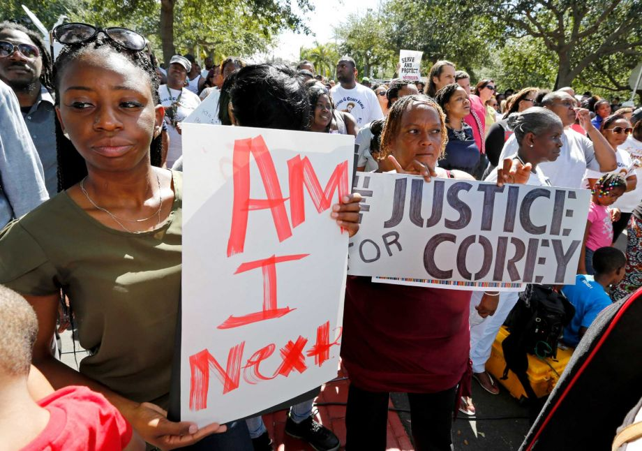 Photo of Hundreds Protest Police Killing of a Stranded Black Motorist in Florida