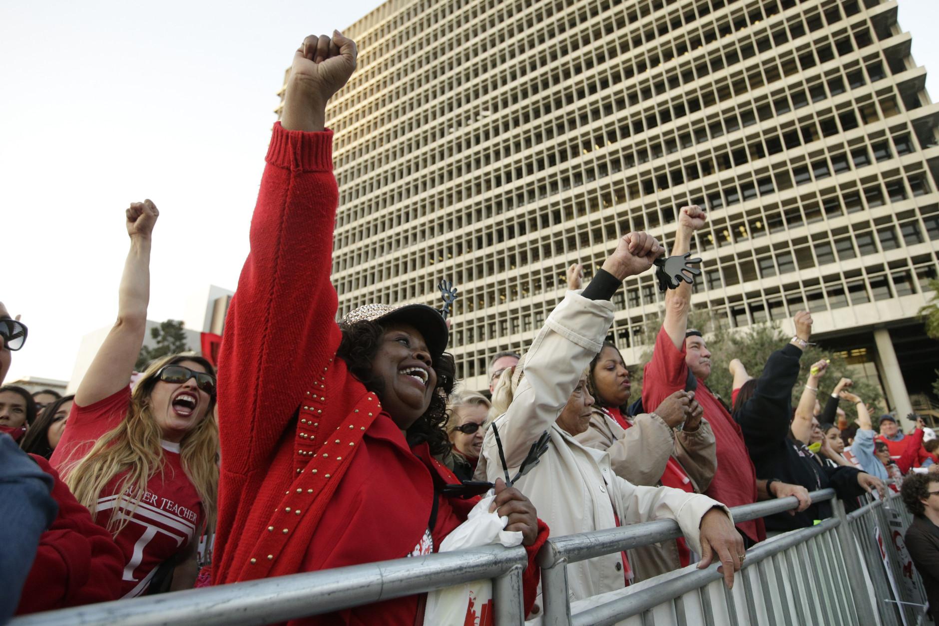 Photo of LA school workers fight capitalist school privatization scheme