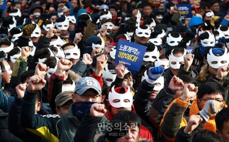 Photo of Union-led popular protests push to oust South Korean president