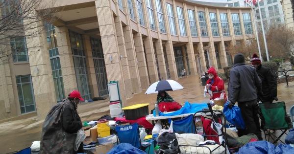 Sacramento homeless occupy and fight City Hall - Liberation News