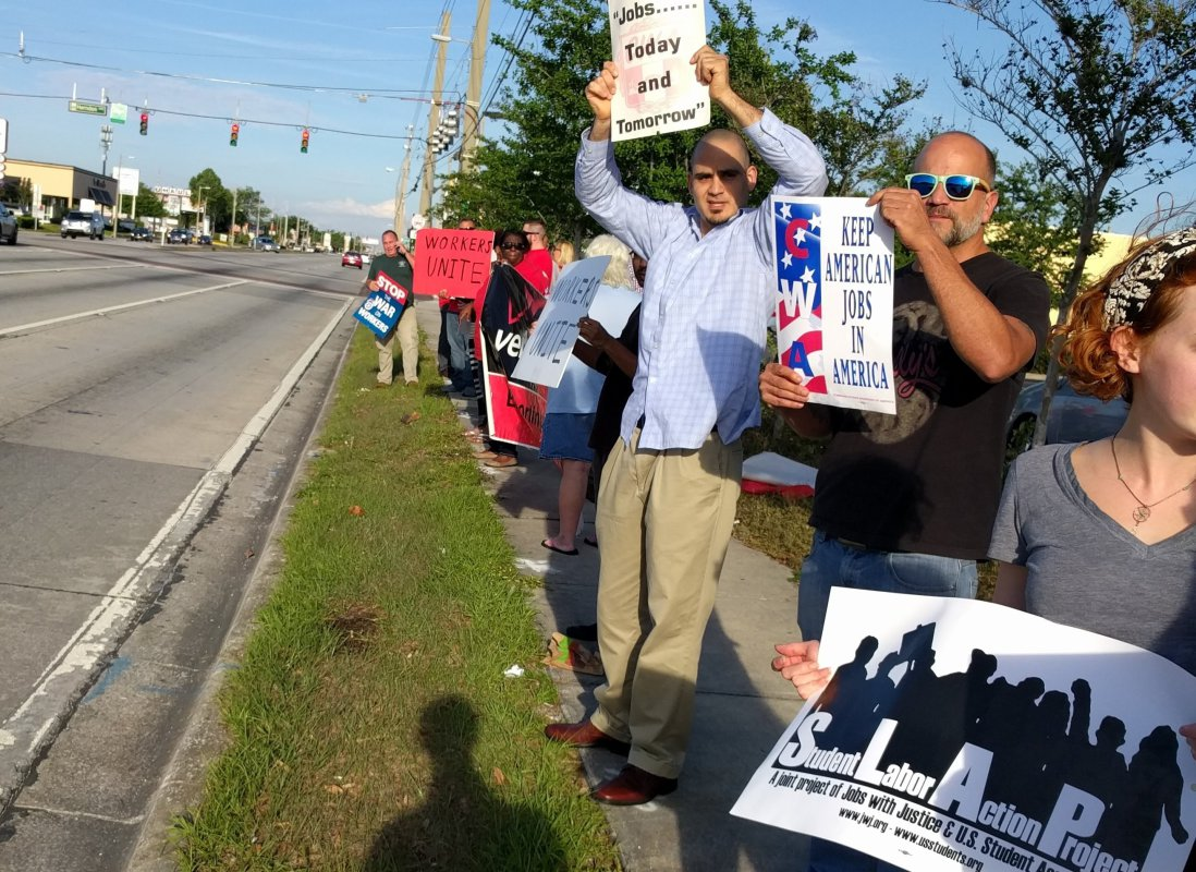 Photo of Florida CWA-community alliance sends Verizon and scabs a message