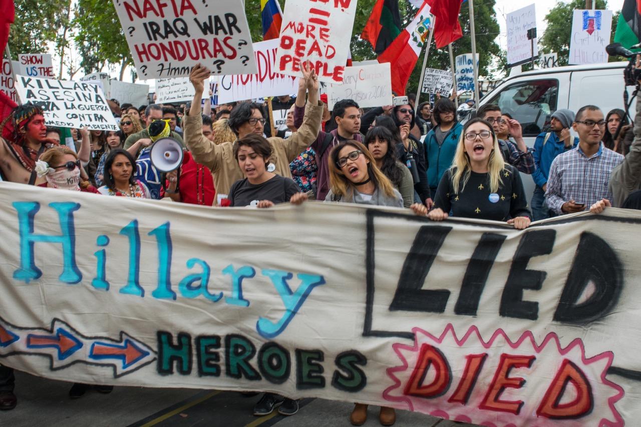 Photo of East LA Tells Clinton: 'Fuera!'