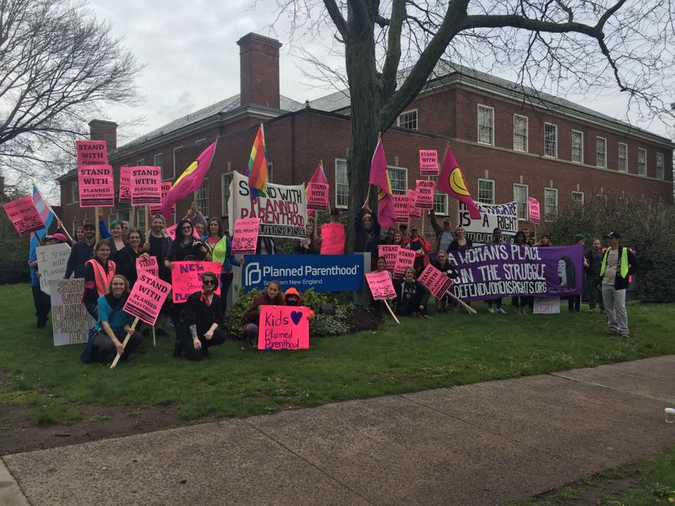 Photo of New Haven community defends Planned Parenthood