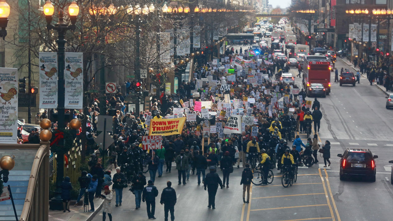 Photo of 2,000 People Protest Trump in Chicago on Nov. 19