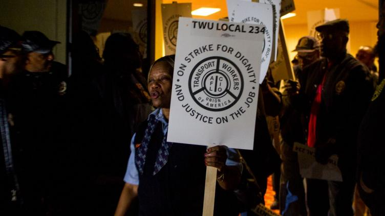 Photo of Philadelphia transit workers strike to defend healthcare, pensions