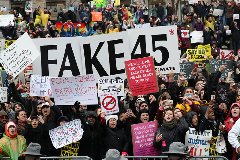 Photo of Thousands protest Trump directly on Inaugural parade route