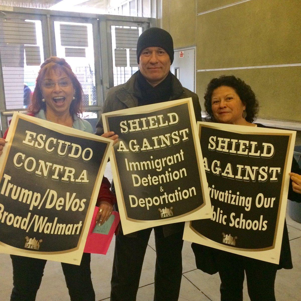 Photo of LA parents, students and teachers unite to fight Trump