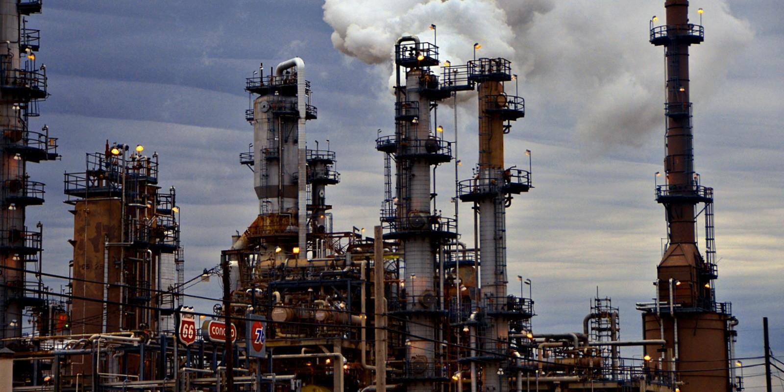 Photo of Resisting Tesoro oil refinery merger in LA County