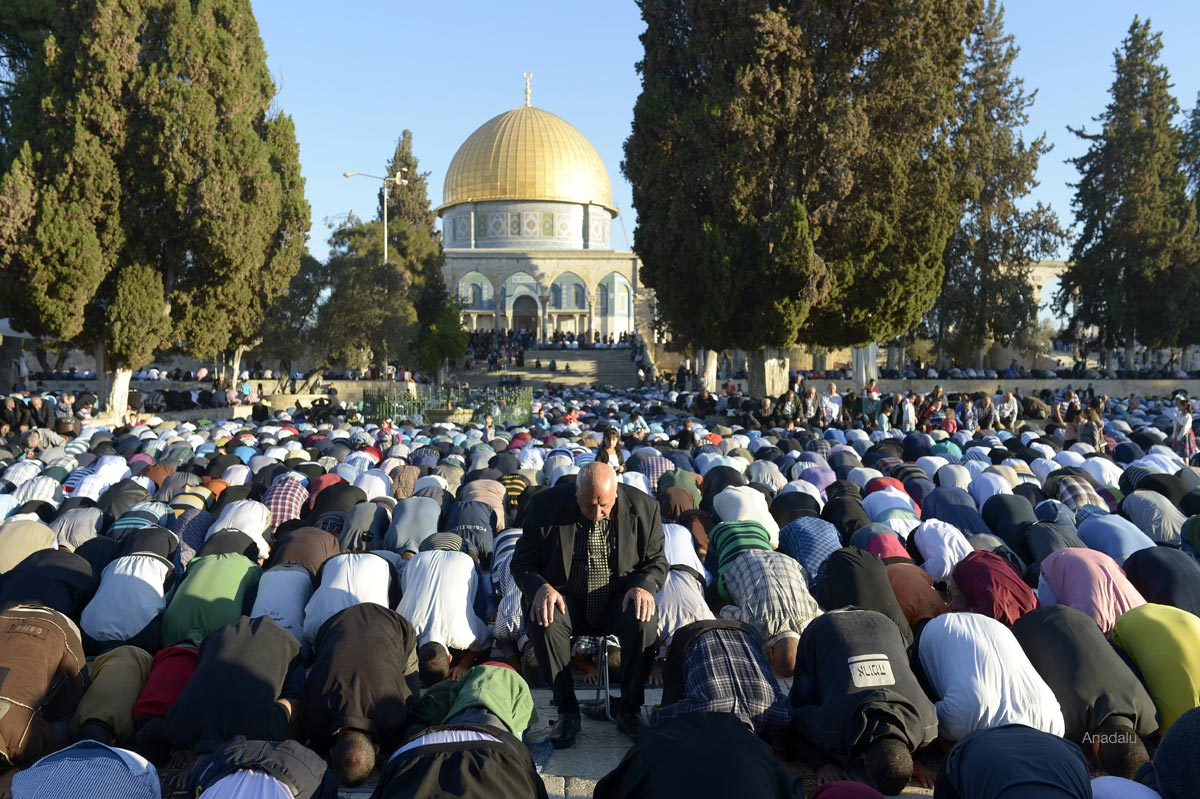 Photo of Mass Palestinian outpouring defeats Israeli land grab at al-Aqsa mosque