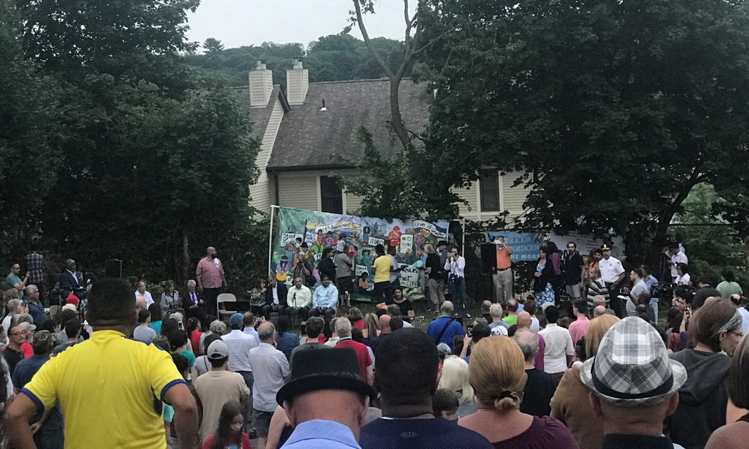 New Haven rallies to defend family against deportation