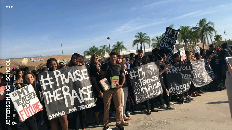 Photo of Tampa high school students show solidarity with teachers