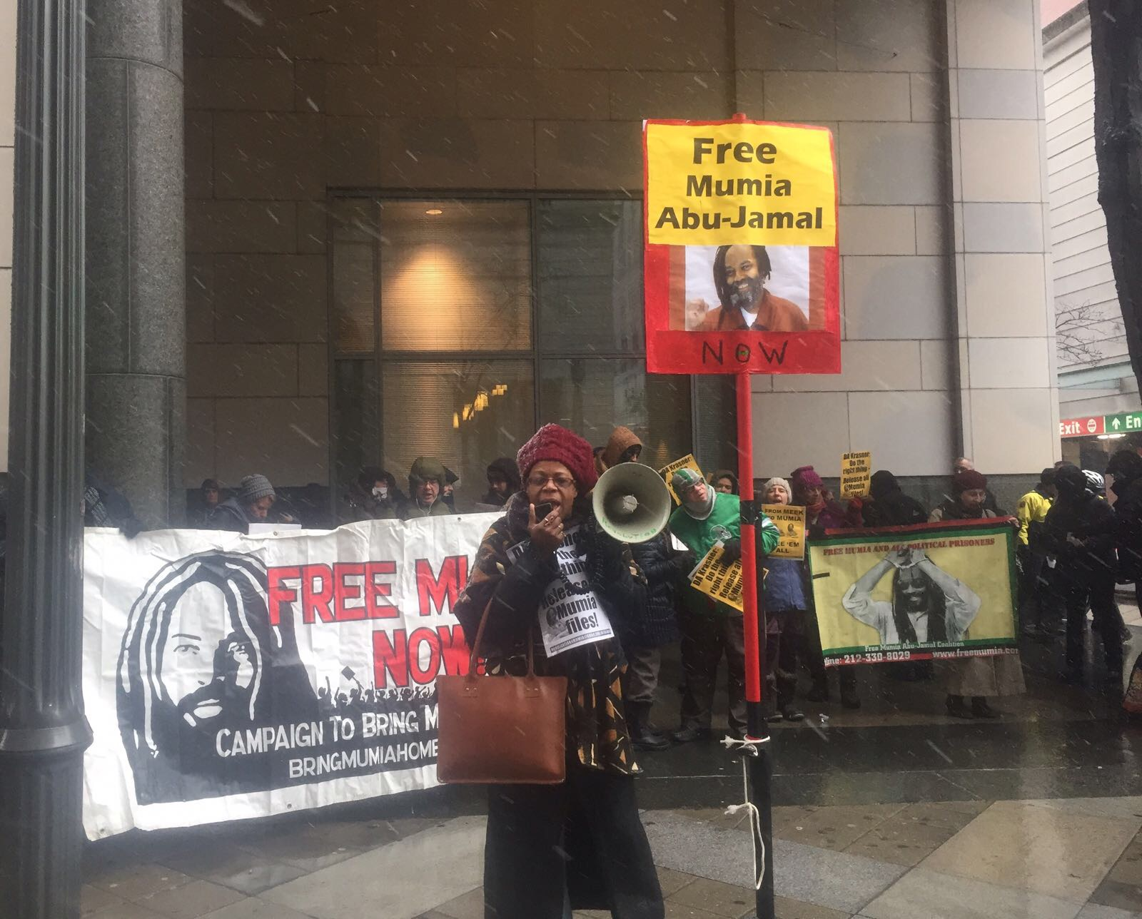 "Photo of New court hearing for political prisoner: ""Mumia's life is in our hands!"""