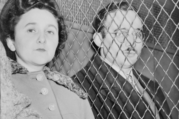 Julius and Ethel Rosenberg, separated by heavy wire screen as they leave U.S. Court House after being found guilty by jury. Photo by Roger Higgins, photographer from