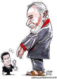 Cartoon by Latuff shows Judge Moro about to handcuff Lula.