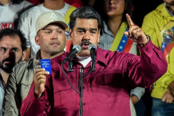 El presidente Maduro el 20 de mayo de 2018 habla a la multitud después de su victoria en la reelección