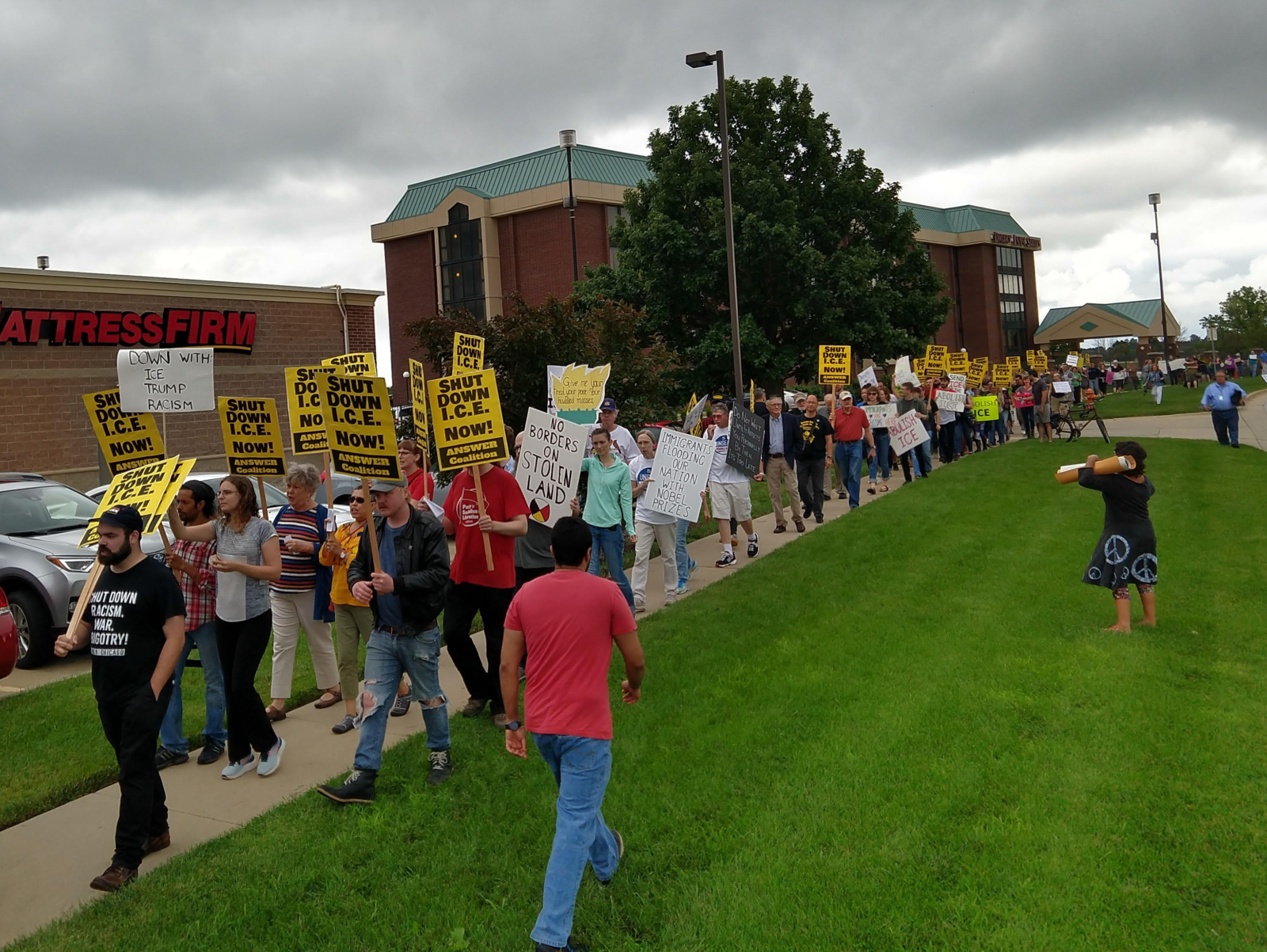 Photo of Champaign-Urbana community fights back against ICE injustices