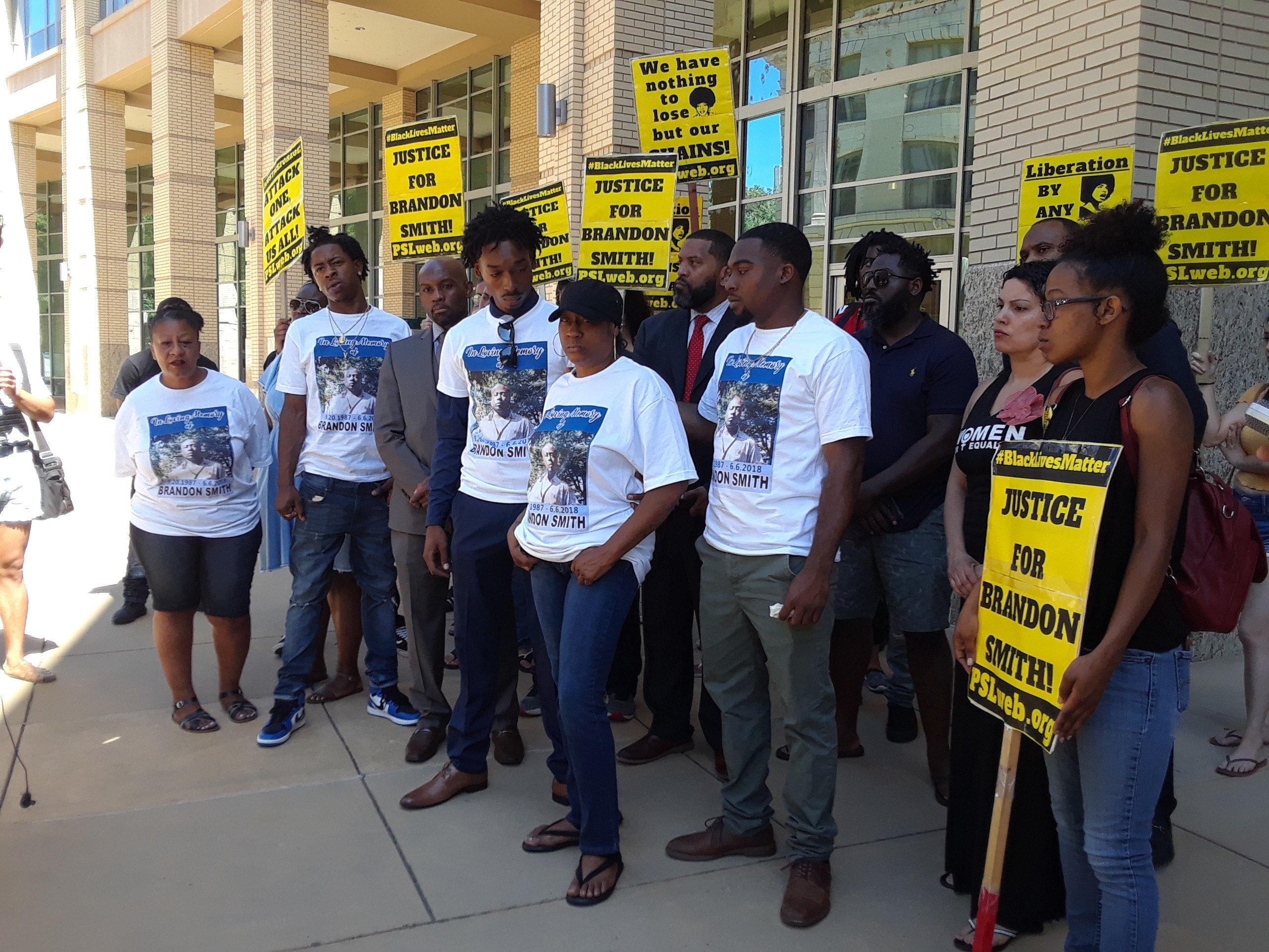 Photo of Sacramento demands answers in death of Brandon Smith