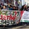 Jóvenes palestinos manifestando (Liberation)
