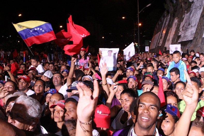 Los venezolanos celebran la victoria electoral de Nicolás Maduro. Foto: TeleSur