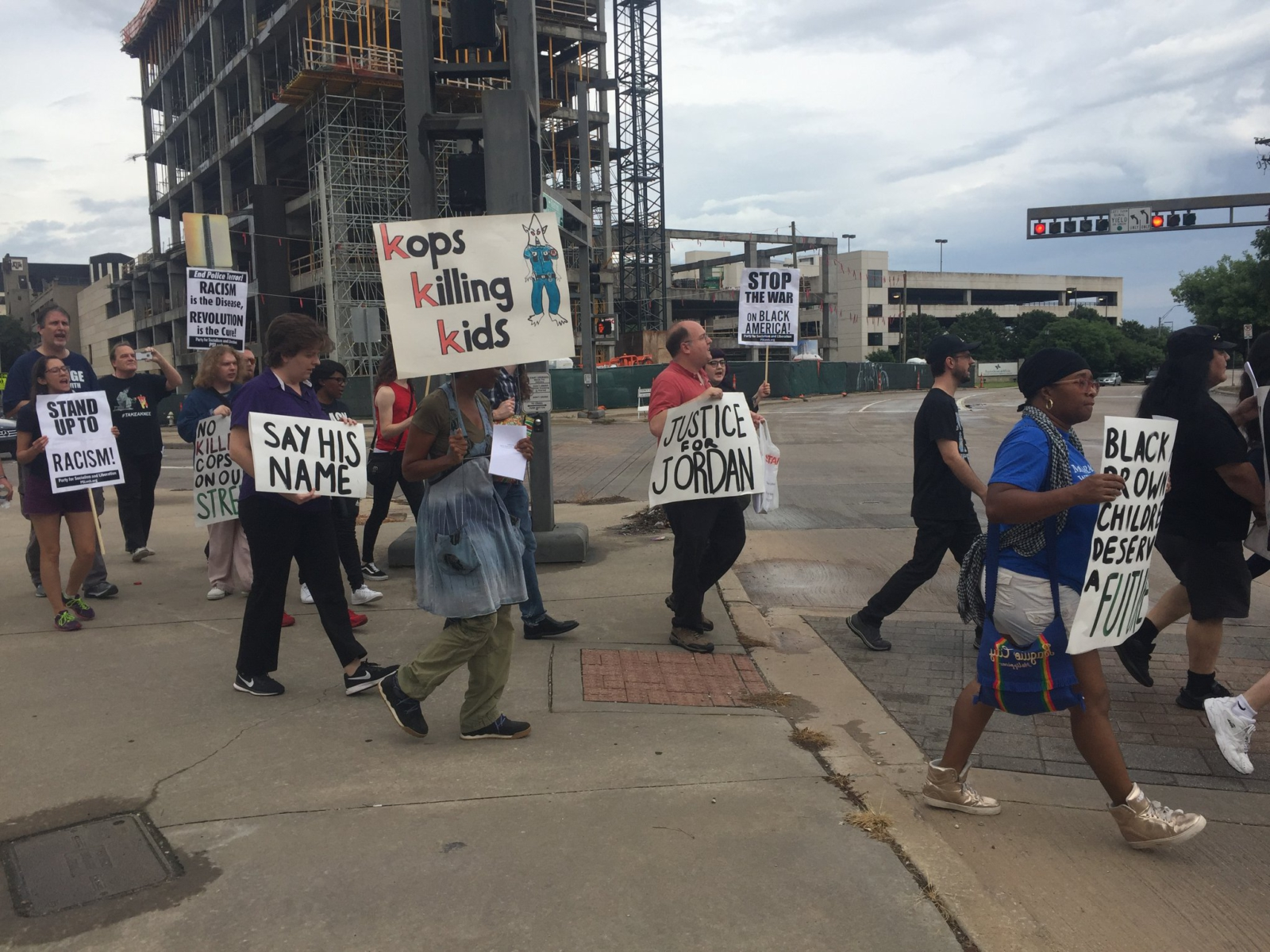 Photo of Dallas vigil demands #JusticeForJordanEdwards