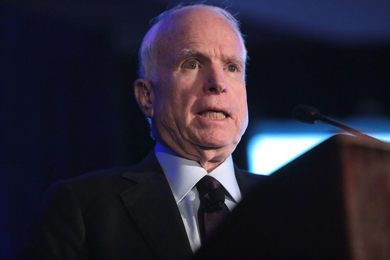 John McCain un criminal de guerra, no un héroe de guerra