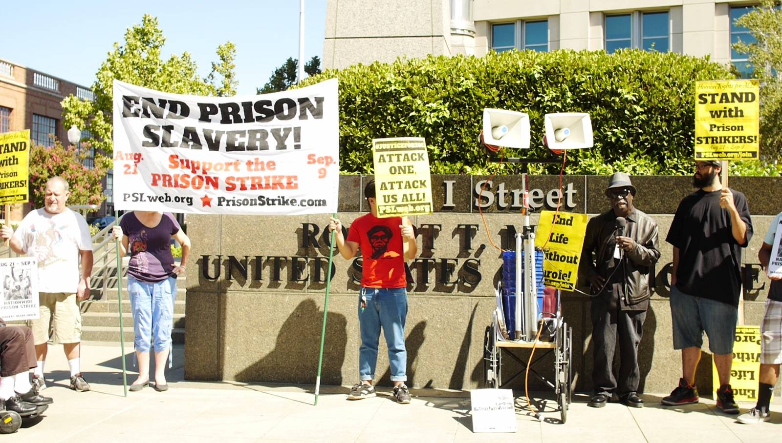 Photo of Sacramento action supports prison strikers at Federal Building