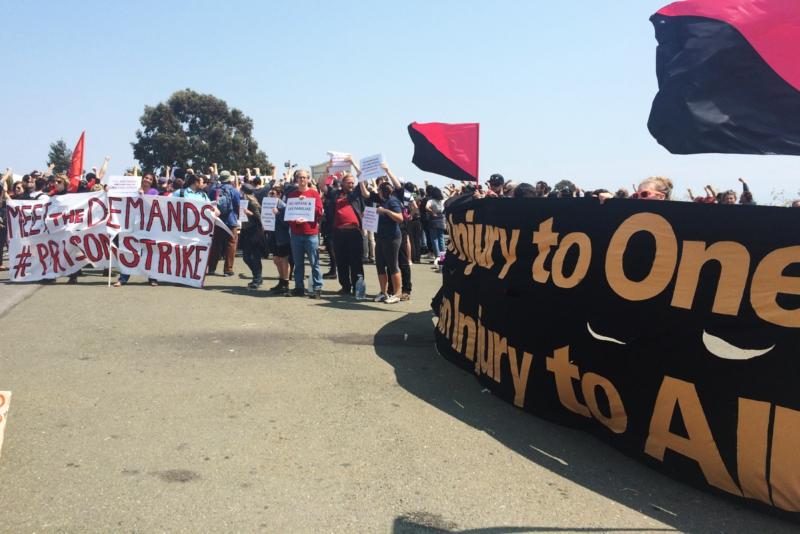 Altos niveles de participación en la manifestación en San Quentin en apoyo de la huelga nacional de prisiones