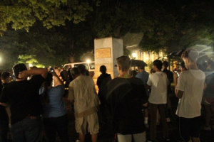 "Students gather around ""Silent Stump"" hours after the statue was removed b protesters. Photo: Hameltion CC-BY-SA-4.0"