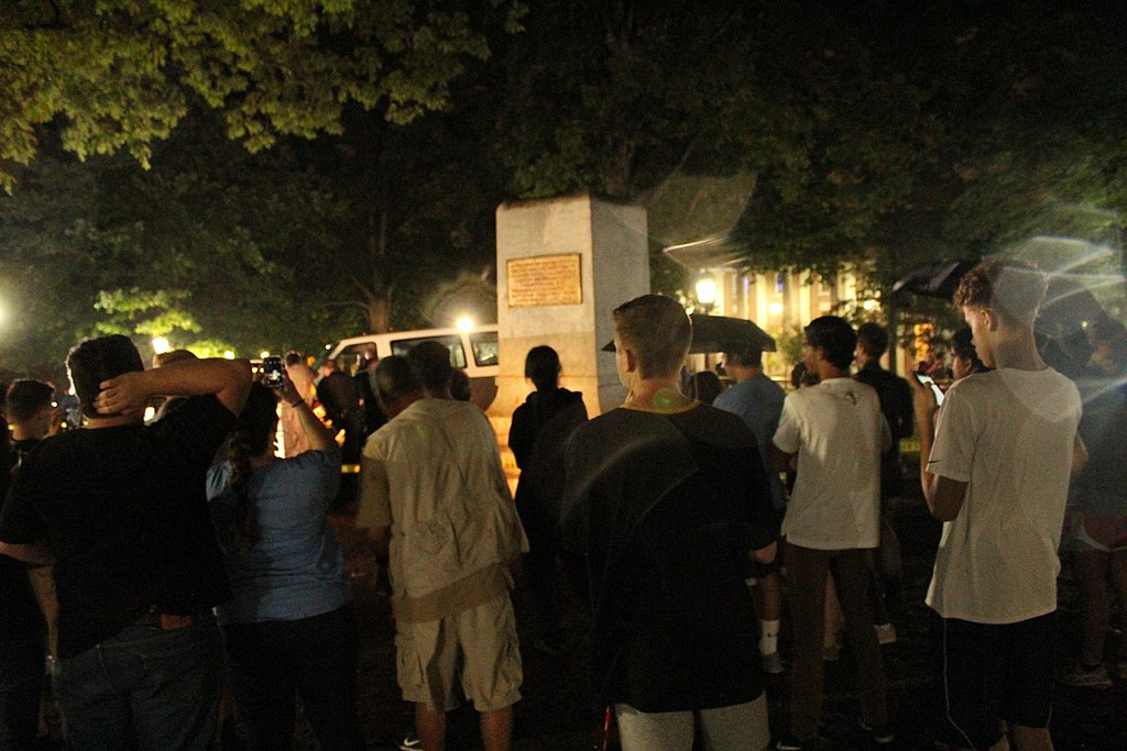 Photo of Anti-racists at UNC Chapel Hill face repression