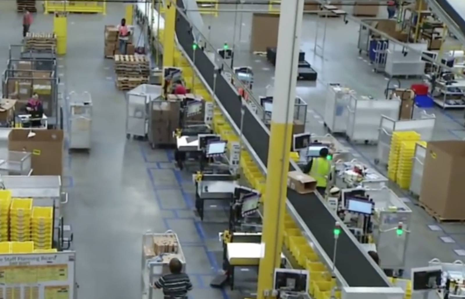 Photo of Amazon gives workers 13 percent more pay for 50 percent more work