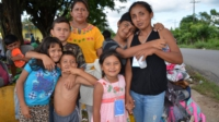Women and children of the refugee caravan. Liberation photo: Gloria La Riva