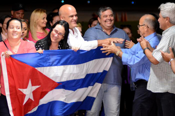 Cuban doctors return to Cuba after withdrawal from internationalist mission in Brazil, Nov. 14, 2018. | Granma photo: Ricardo López Hevia.