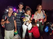 Yovani and his family after walking more than 25 miles with other Honduran refugees, near La Tinaja, Veracruz state, Mexico. November 2, 2018. Photo credit; Adán Placencia/Liberation News.