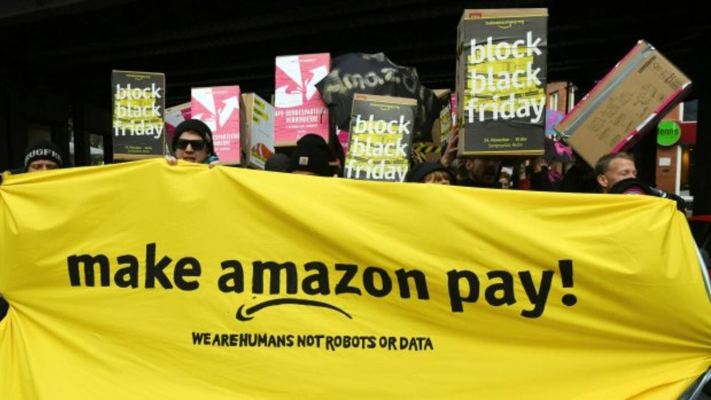 "Photo of Amazon workers unite and fight: ""Bezos' obscene fortune only possible because of the work we do"""