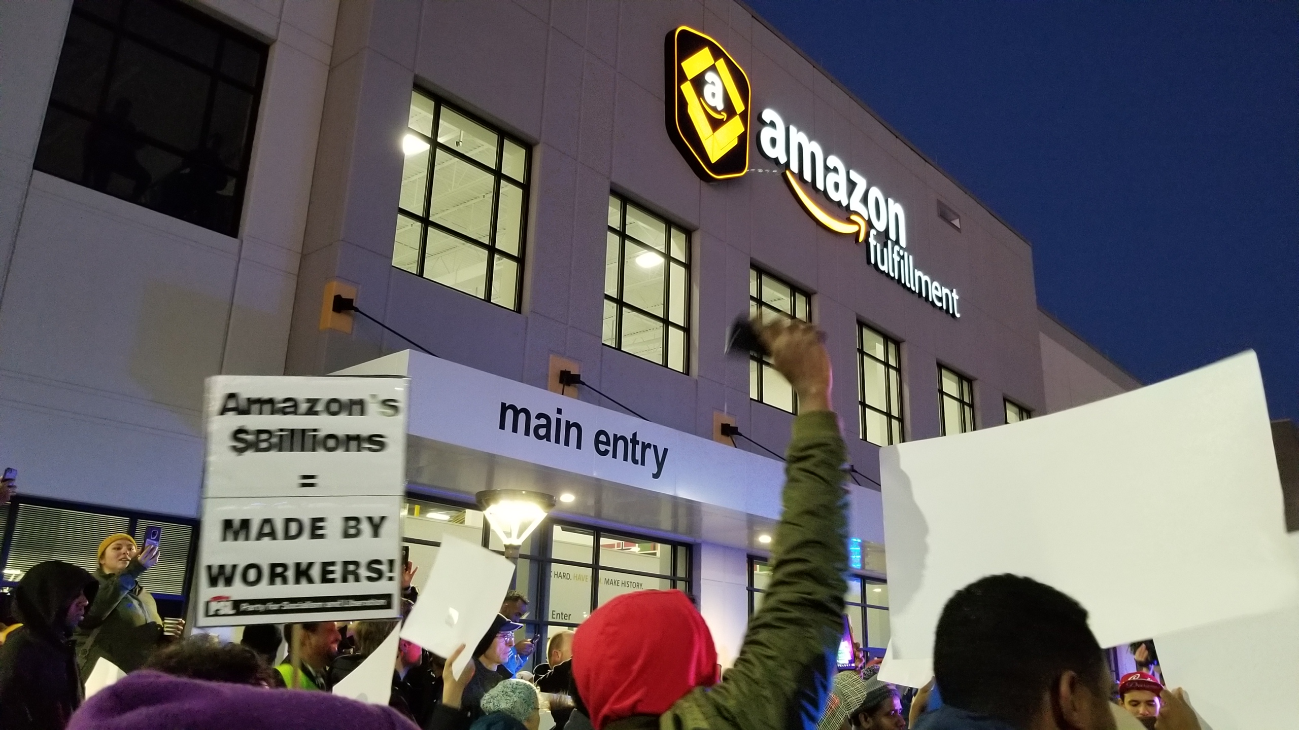 Photo of Amazon workers strike in Shakopee, Minnesota